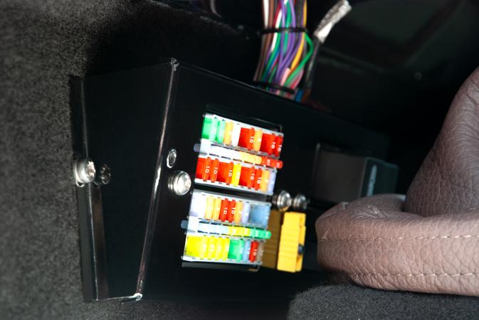 Arkonik Landrover Gear stick electronic braclet (2) EDITED.png