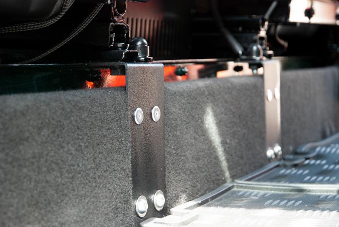 Arkonik Landrover Seat roller bracket.png